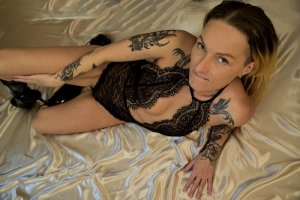 Maria-luisa escort girl in Brea