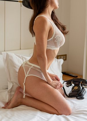 Aelita nuru massage in Martinsville IN