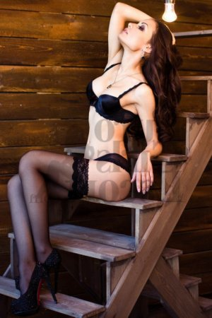 Robyne nuru massage & escort girls