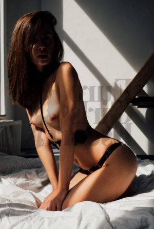 Marjolaine escort girl and thai massage